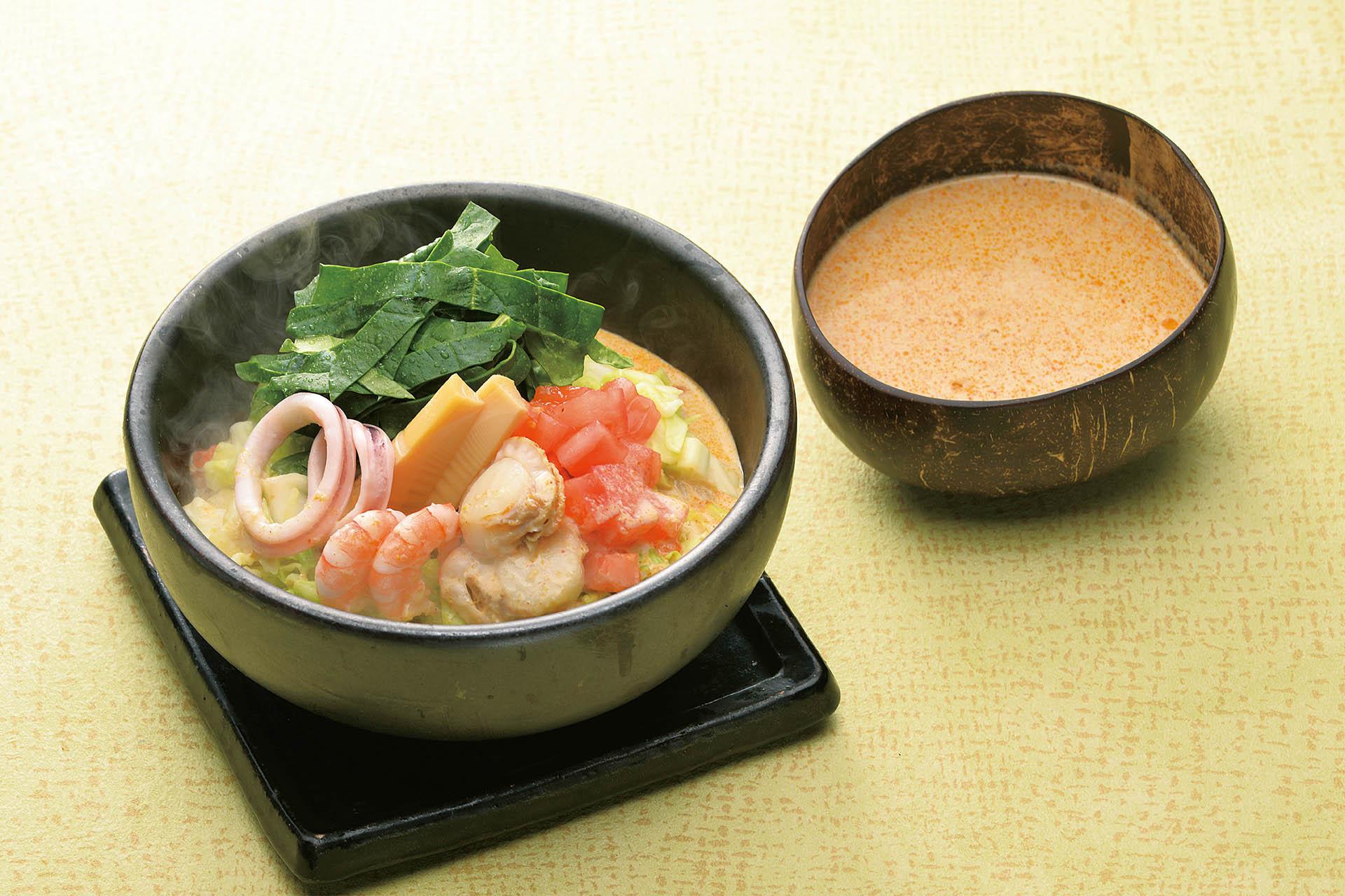 海鮮と春野菜グリーンカレーのおうどん