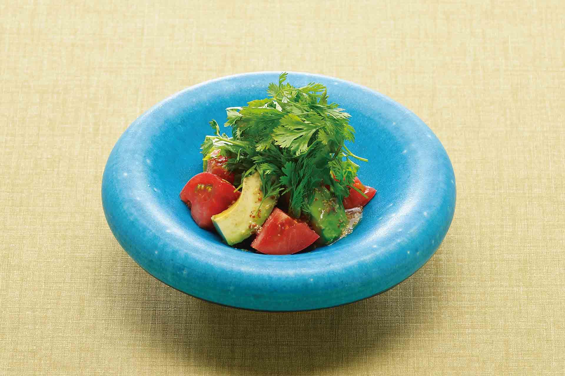 完熟トマトとアボカドのパクチーサラダ