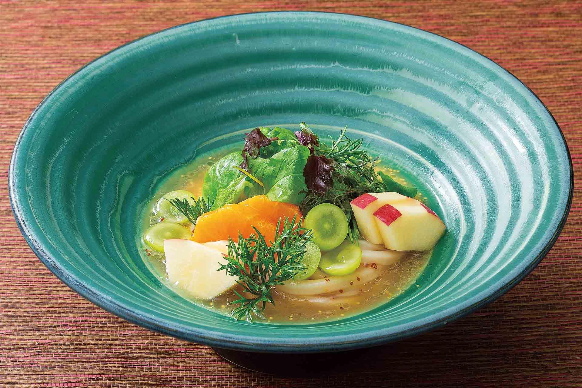 秋野菜とフルーツサラダおうどん