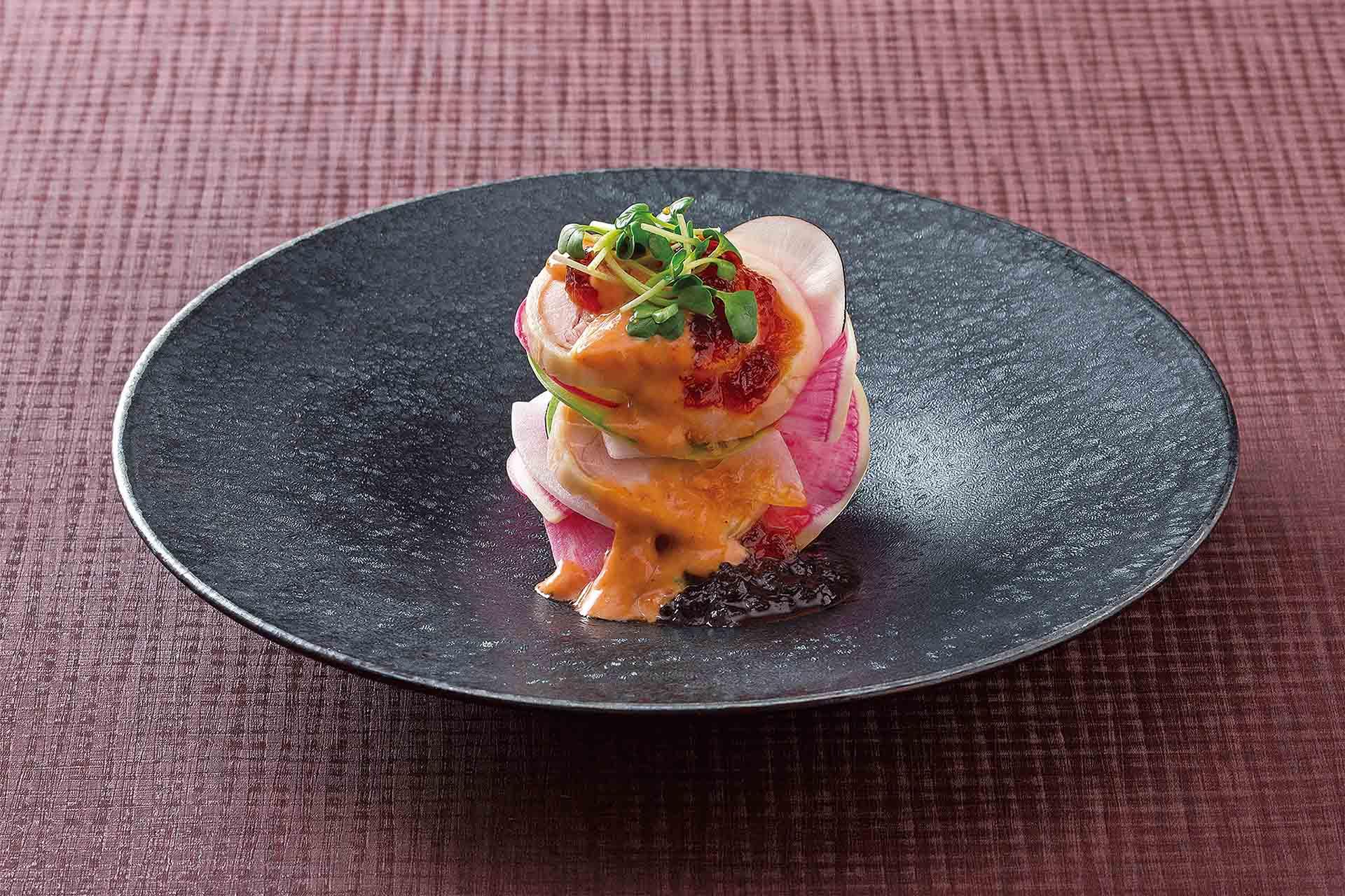 蒸し鶏と彩り大根サラダ