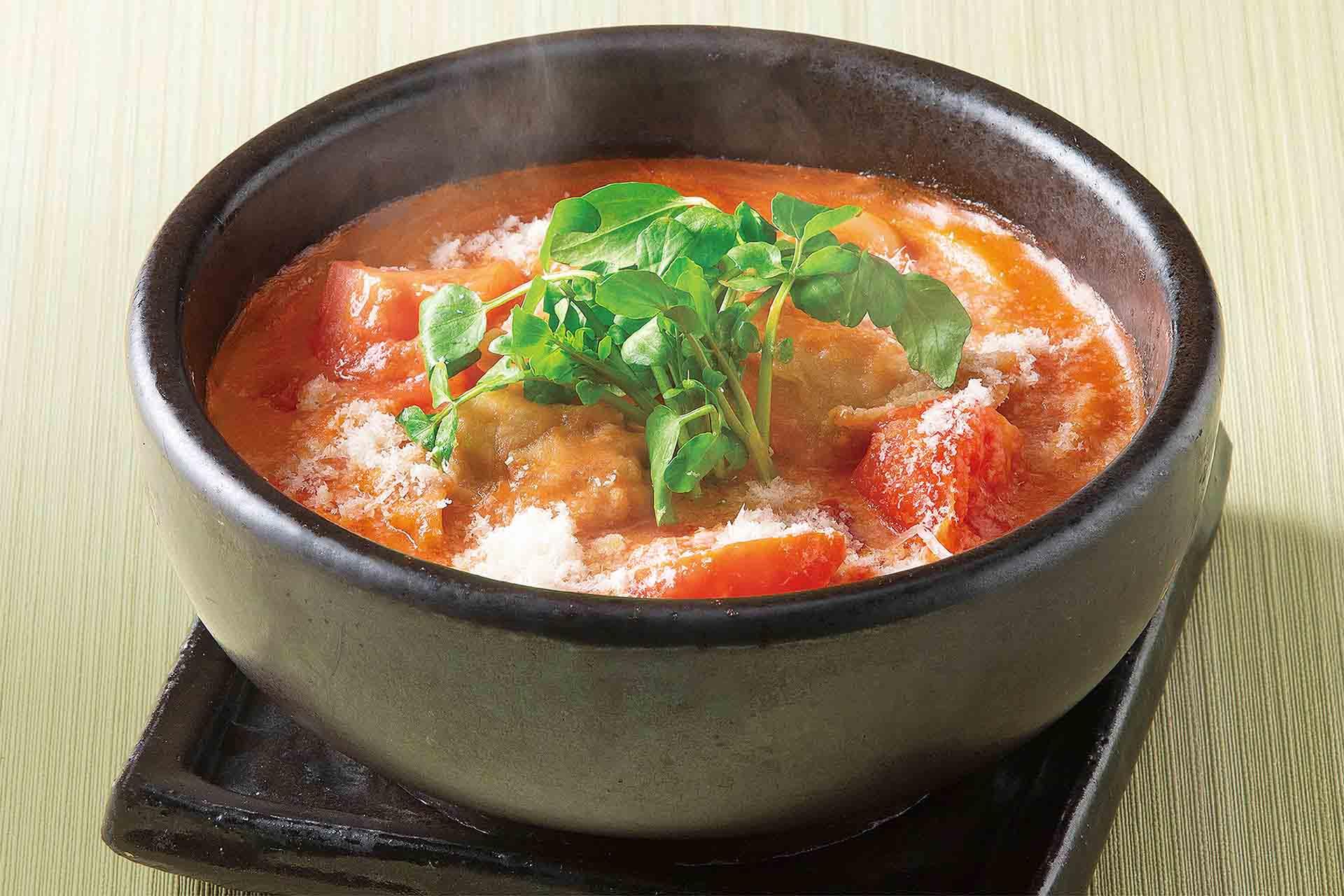 春キャベツと揚げ鶏トマトクリーム石焼のおうどん