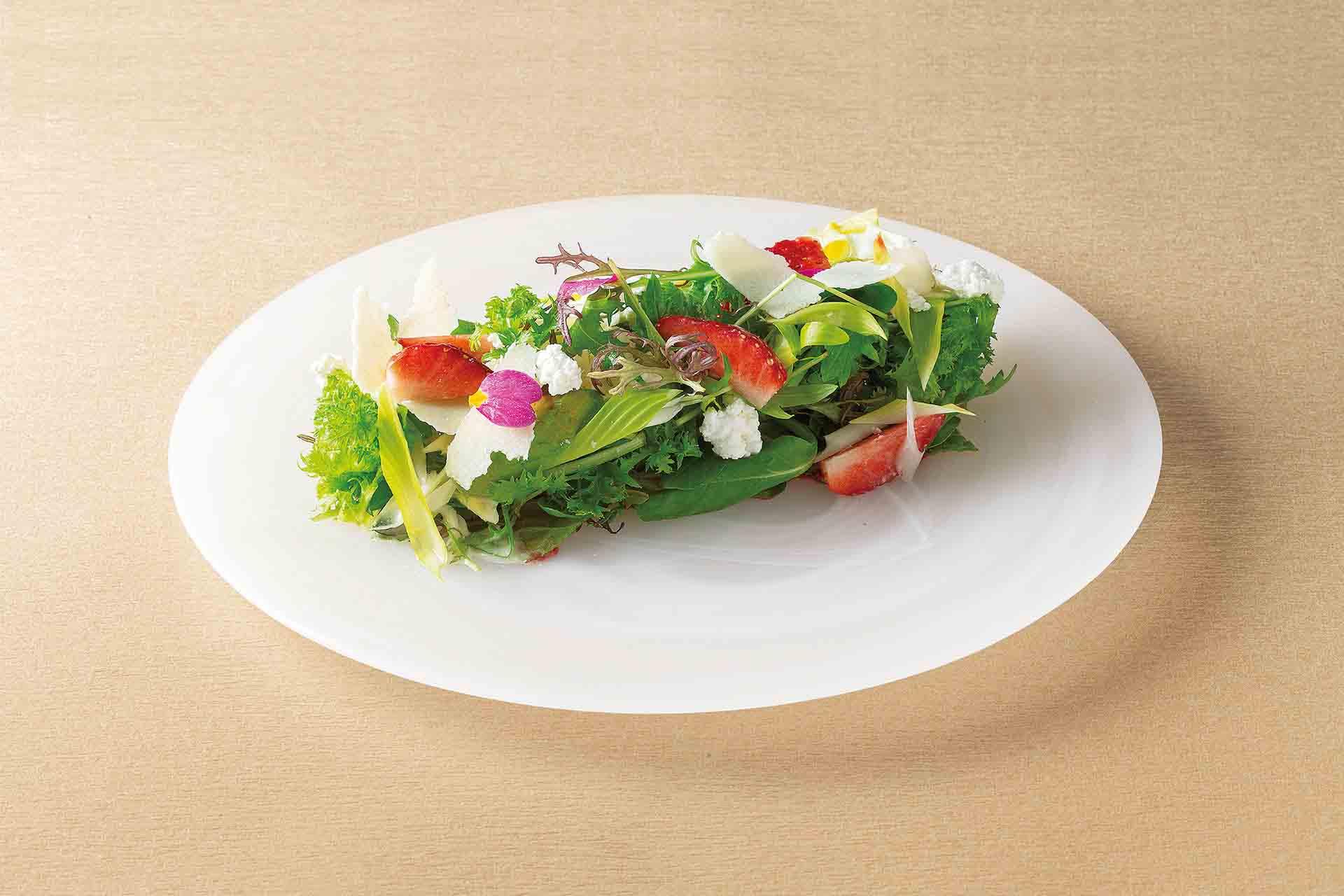 苺とアボカドのチーズサラダ