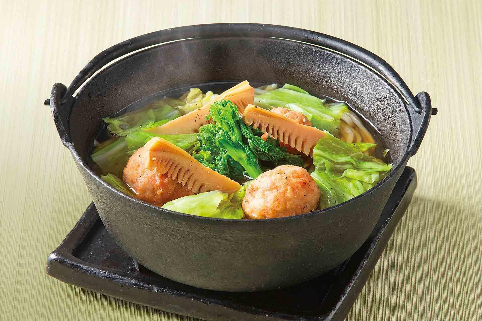 鶏軟骨団子と春野菜 新玉ねぎスープのおうどん
